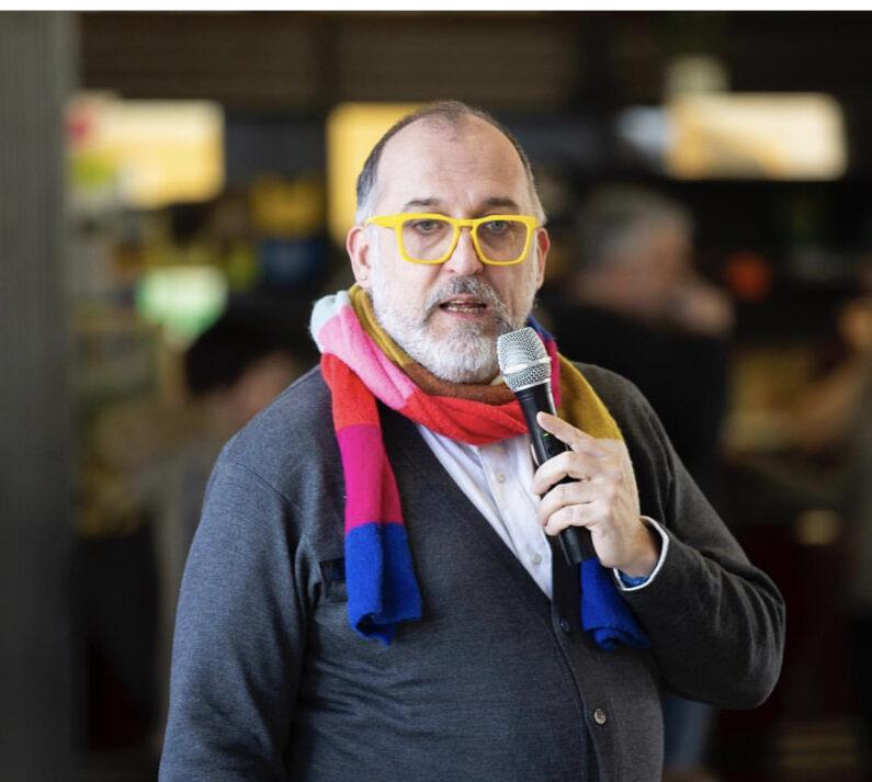 Francesco Facchini brand journalism con lo smartphone